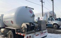 Équipement de pompage à l'arrière d'un camion-citerne T300 2001 blanc   Camion-citerne   Mesures Calib-Tech   Montréal