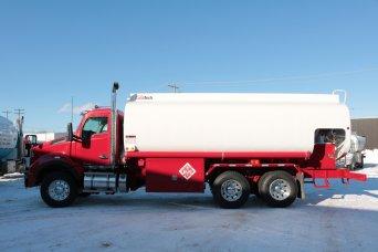 Camion-citerne rouge   Camion-citerne   Mesures Calib-Tech   Montréal